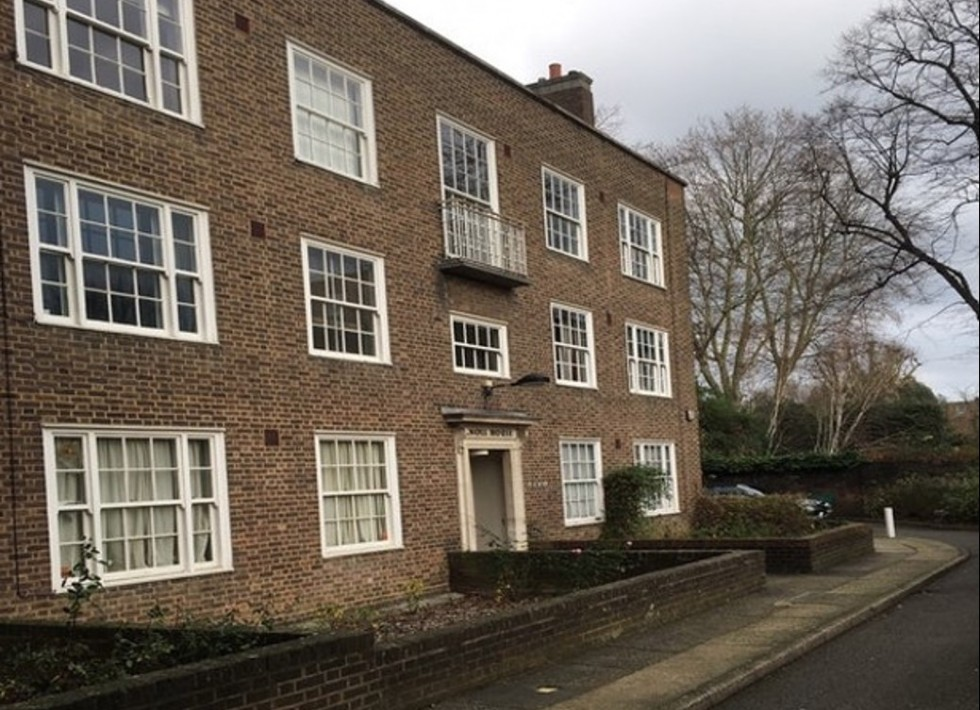 Beautifully renovated second floor two bed/two bath flat in St John's Wood NW8